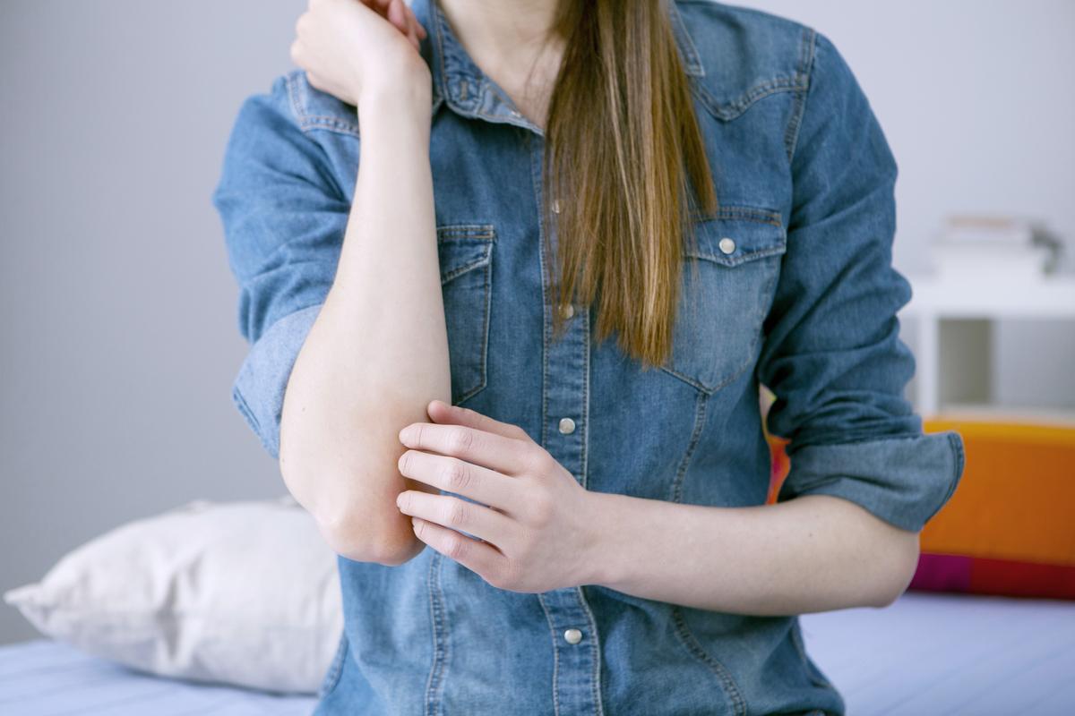 aki diétával gyógyította a pikkelysömöröt miért pirosak a foltok a lábakon
